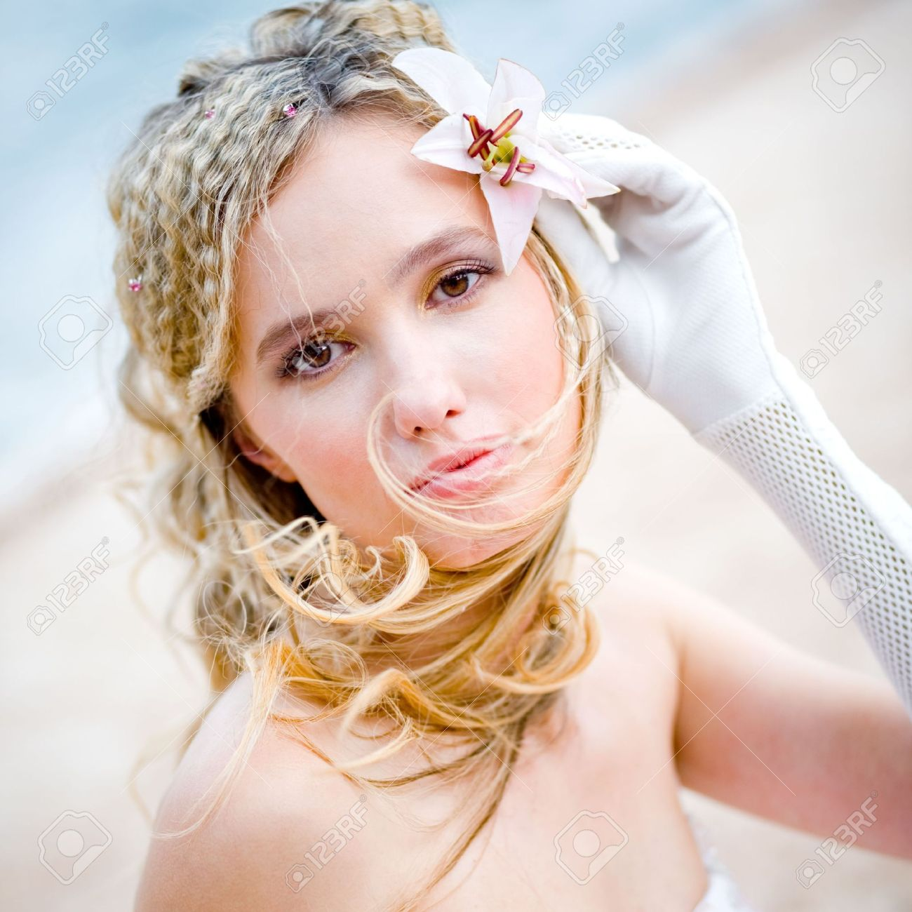 Свадебные прически с одной лилией